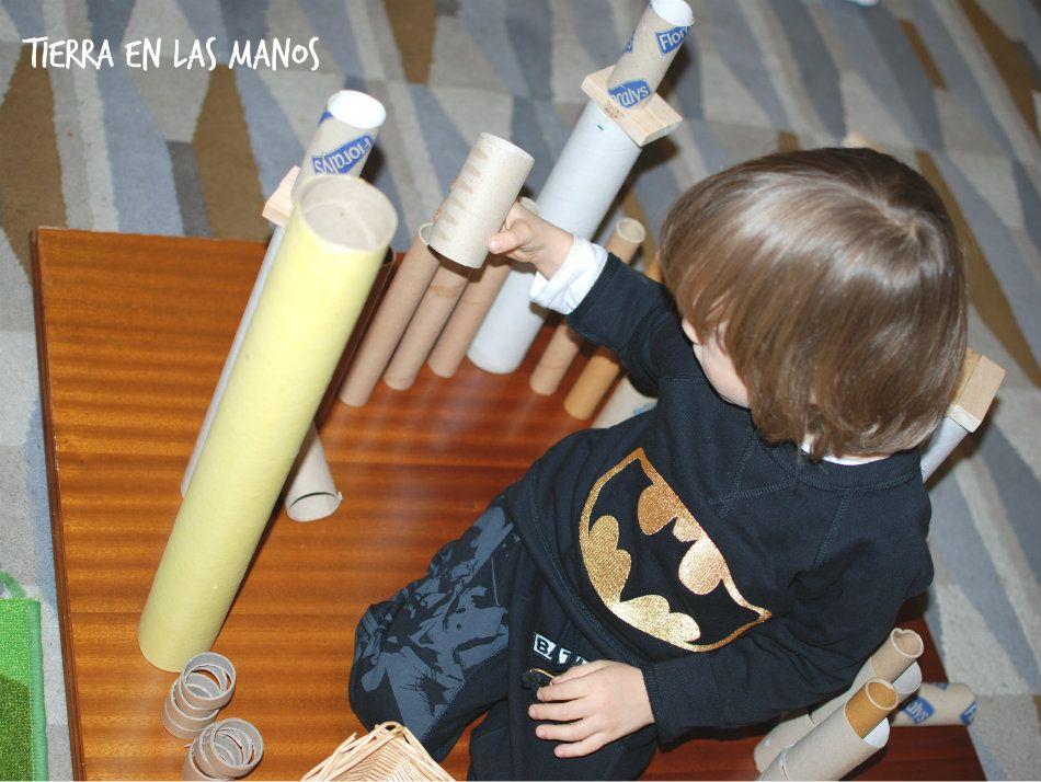 jugar tubos carton