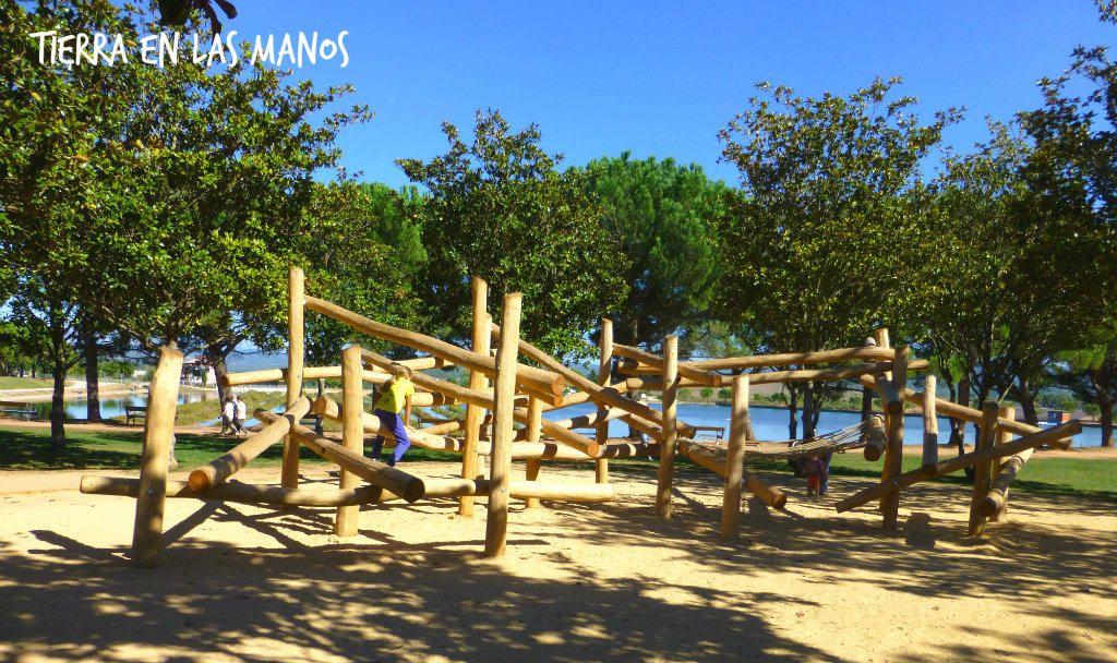 Parc de lagulla, estructura de troncs