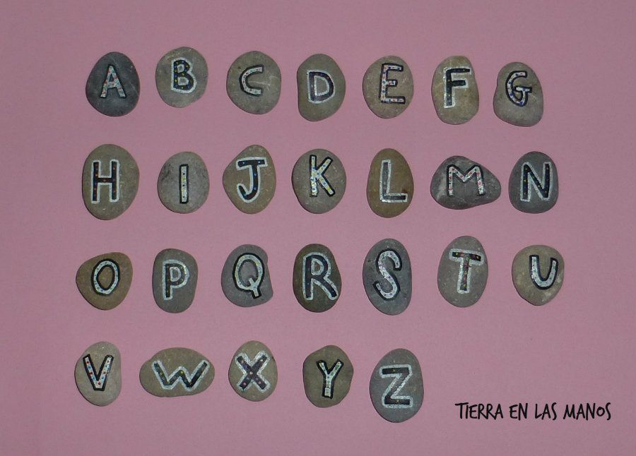 abecedario con piedras