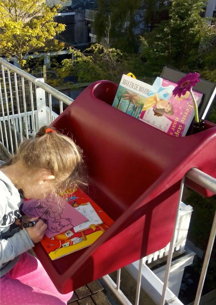 mesa balcón para niños