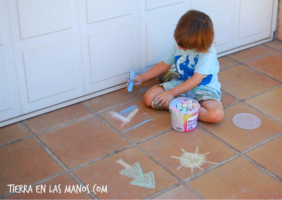 Pintar suelo con tizas
