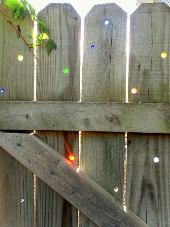 decorar-valla-jardin-efectos-luz-sol